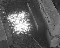 1.炉(火床(ほど)ともいいます)